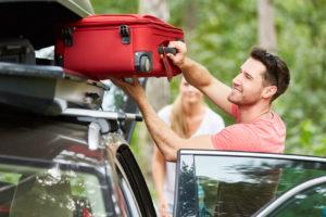 Co zabrać w podróż samochodem - poradnik