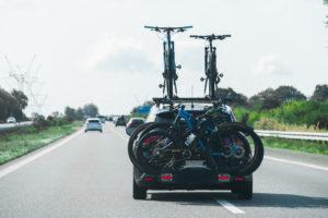 Bagażnik na rowery - jaki wybrać? Poradnik dla właścicieli samochodów osobowych