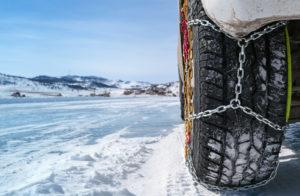 Jak jeździć z łańcuchami na kołach? Poradnik dla kierowców