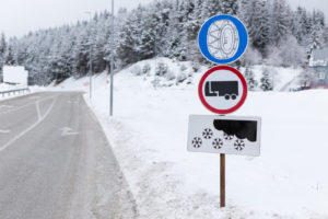 Łańcuchy śniegowe - gdzie są obowiązkowe?