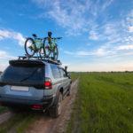 Co wybrać do transportu roweru - bagażnik na dach czy usługę przewoźnika?
